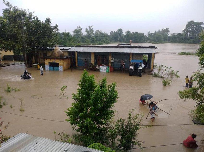धनगढी आसपासका क्षेत्र जलमग्न, दर्जनौं बढी घरमा पानी पस्यो