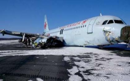 रनवेबाट चिप्लियो विमान, बालबाल बचे १३८ यात्रु