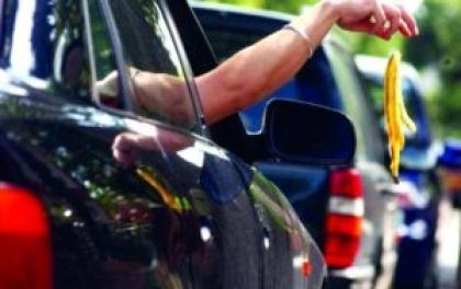 फोहोर बोकेको १०० वटा गाडिमाथी स्थानीयबासीको अवरोध