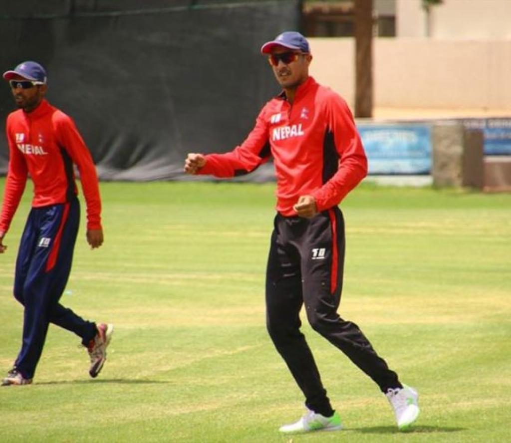 अाइसीसी विश्व क्रिकेट : पारस र ज्ञानेन्द्र अाउट