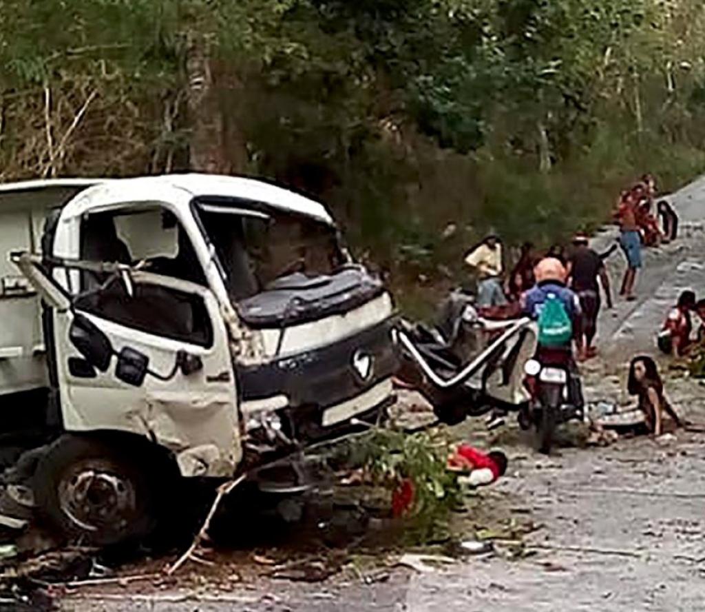 बालबालिका बोकेको एउटा ट्रक दुर्घटनाग्रस्त, आठ जनाको मृत्यु