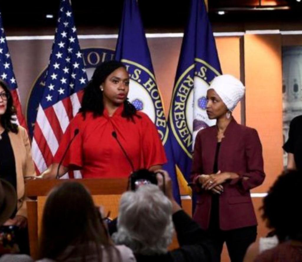 अमेरिकी राष्ट्रपति ट्रम्प र चार महिला सांसदबीच आरोप प्रत्यारोप