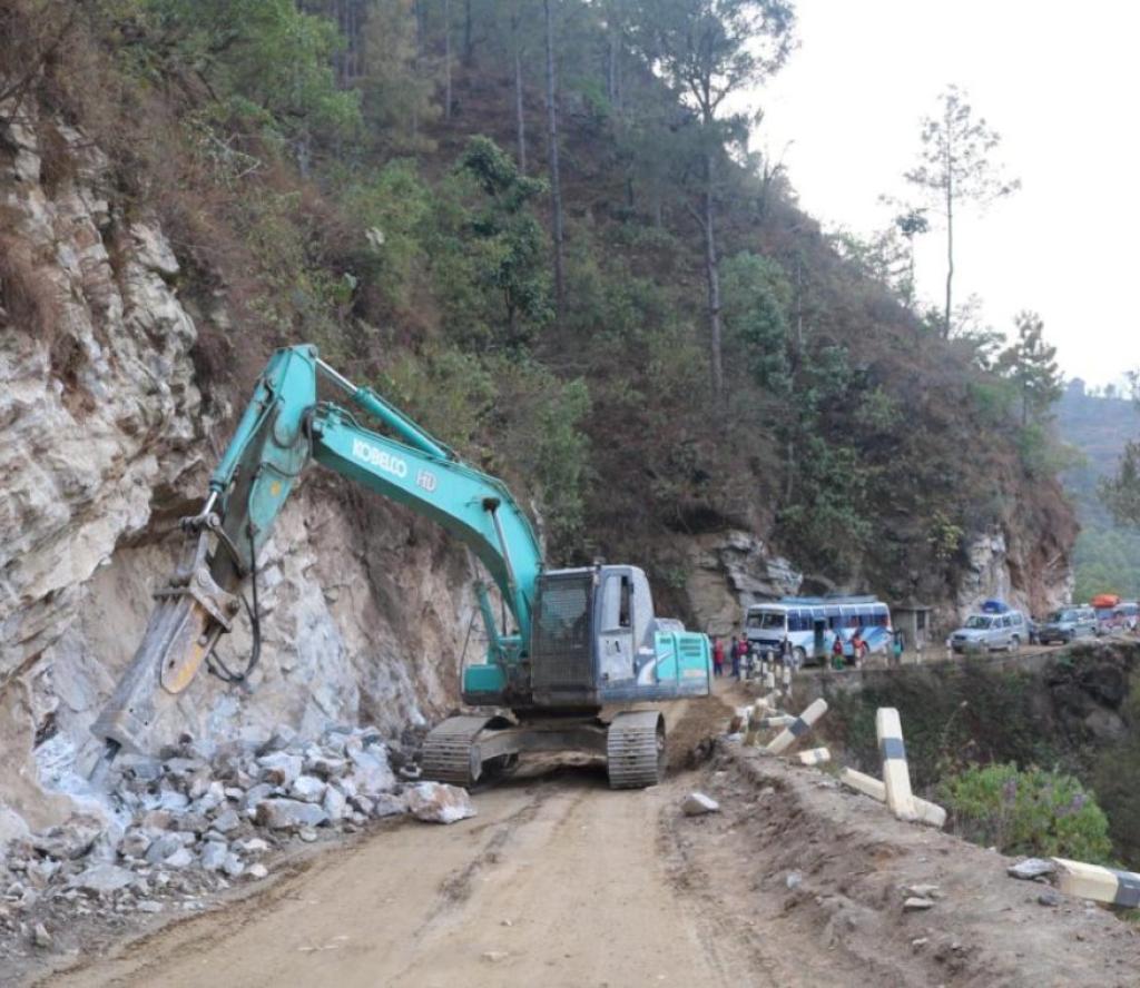 खोटाङ–काठमाडौँ सडक नौ दिनपछि पुनः सञ्चालन