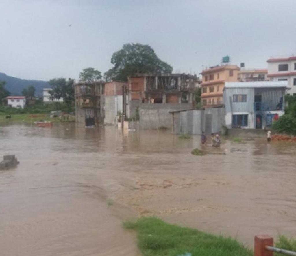 ललितपुर: विद्यालय बन्द, सम्पर्कविच्छेद, यातायात अवरुद्ध