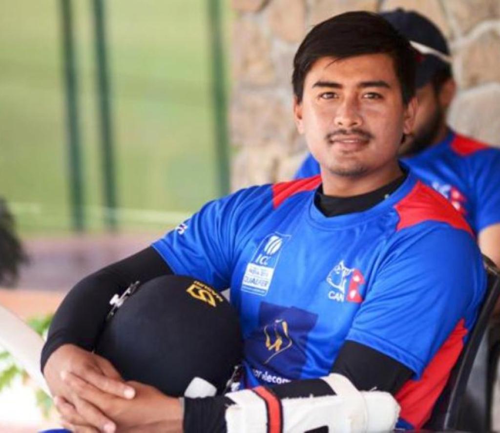 उपकप्तान ज्ञानेन्द्र मल्ल! जो फाटेको गोल्डस्टार जुत्ता लगाएर क्रिकेट खेल्थे