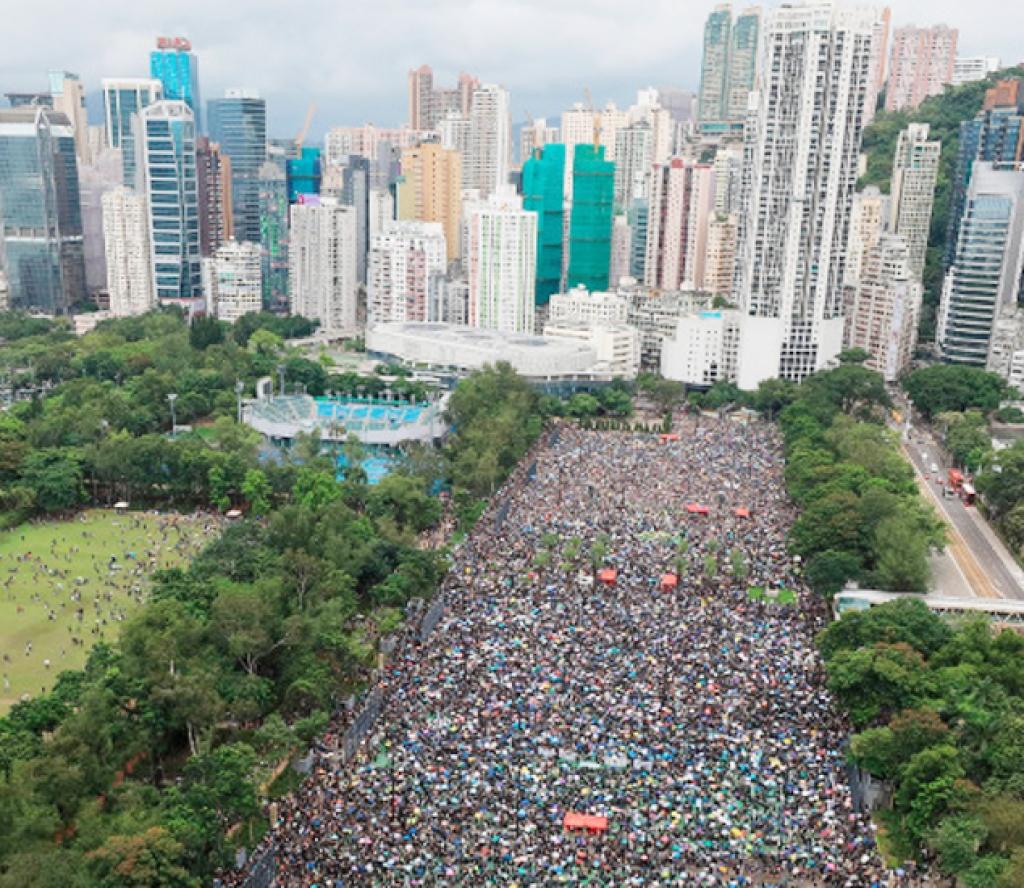 चीनको चेतावनीलाई वेवास्ता गर्दै हङकङमा भयो झनै ठुलो प्रदर्शन (फोटोफिचरसहित)