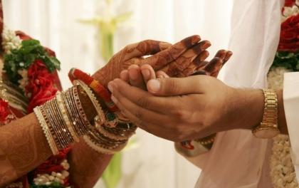 चाणक्य नीतिले भन्छ: सुन्दर महिलामा यी गुण भए नगर्नुहोस् विवाह
