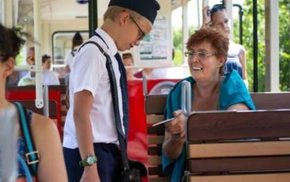 रेल्वेमा कर्मचारी बच्चा, साम्यवादी झल्काे दिन बच्चा कर्मचारी