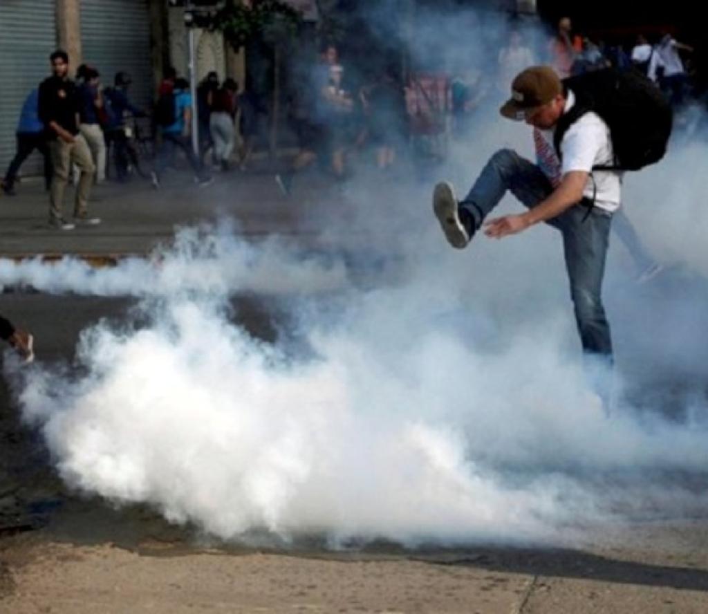 सरकार विरोधी प्रदर्शन जारी, १० जनाको मृत्यु