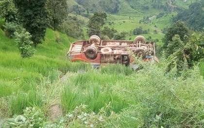 सह-चालकले गाडि चलाउदा भयानक दुर्घटनाः ५ घाइते, ४ गम्भीर