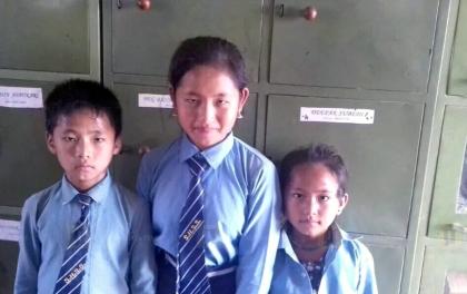 गरिबीको कारण बाबुले आत्महत्या गरेपछि तीन बच्चा भोकै