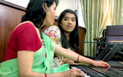 आमाछोरीको मर्मस्पर्शी गीत, 'तिमी पाएरै खुल्यो'(भिडियोसहित)