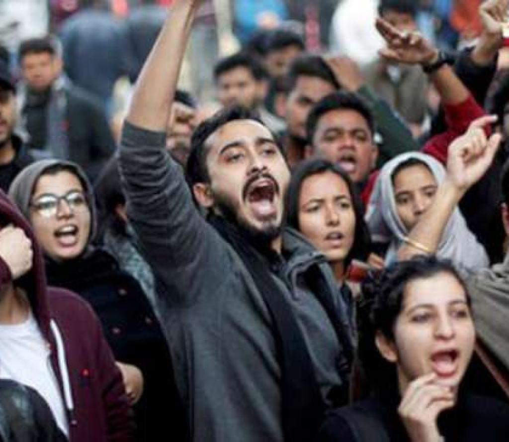 भारतमा नागरिकता कानुन विरुद्धको आन्दोलनमा हिंसात्मक हुँदा ६ जनाको मृत्यु