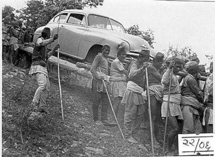 जुद्ध शमसेरको पालामा गाडी बोकेर ल्याउँदै गरेका तामाङ र नेवारहरु