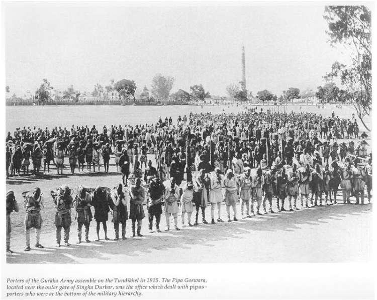 पहिलो विश्वयुद्धमा अंग्रेजको भारी बोक्न जान लाम लागेका पीपाहरु ।