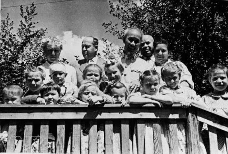 सोभियत यूनियनका बालबालिकाहरुसँग होचिमिन्ह