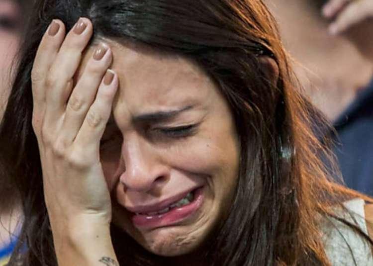 crying lady -750