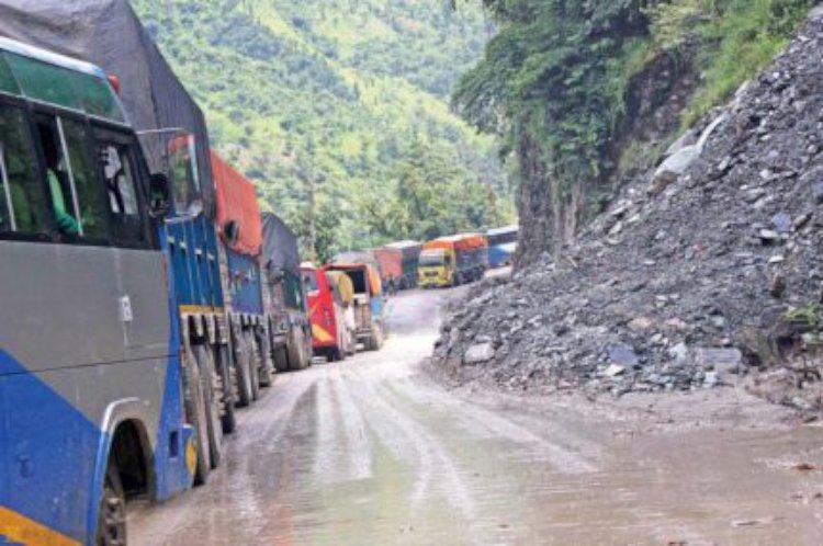 अवरुद्ध नारायणगढ-मुग्लिन सडक खुल्यो