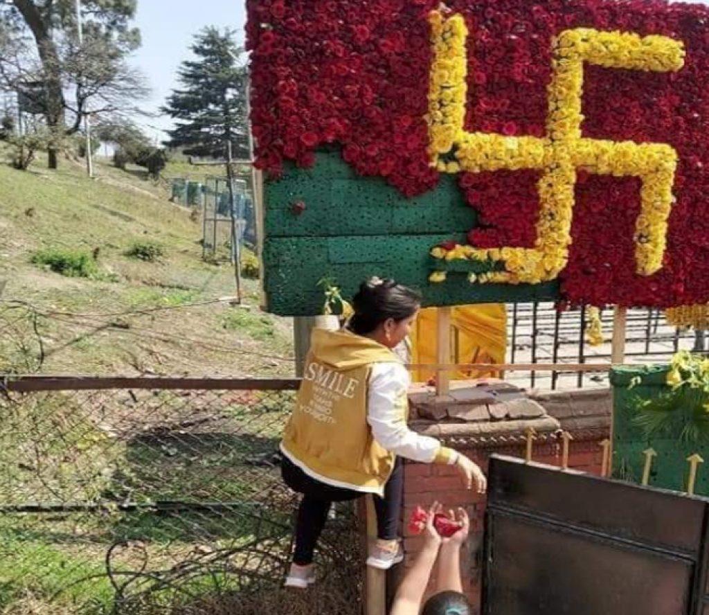 पशुपतिमा सजावटमा राखिएको फूल चोरिँदै, फोहर थुप्रिँदै