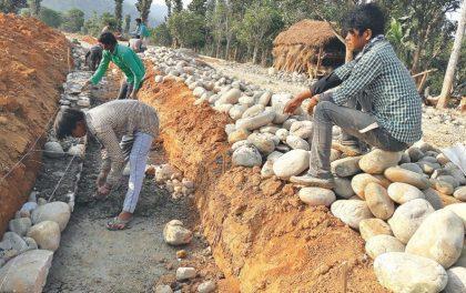 कामदार भागेपछि लोकमार्गको निर्माण ठप्प