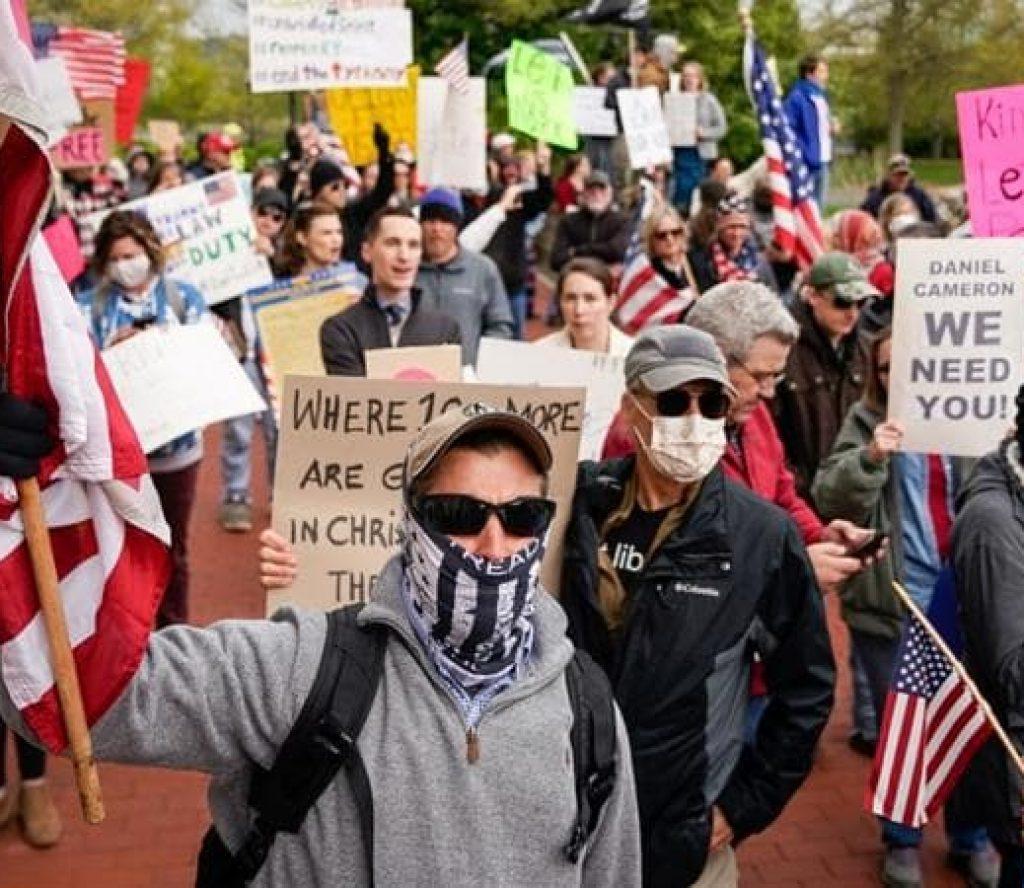 अमेरिकामा हिंसात्मक हुदै गएको प्रदर्शन एकाएक शान्तिपूर्ण भयो !