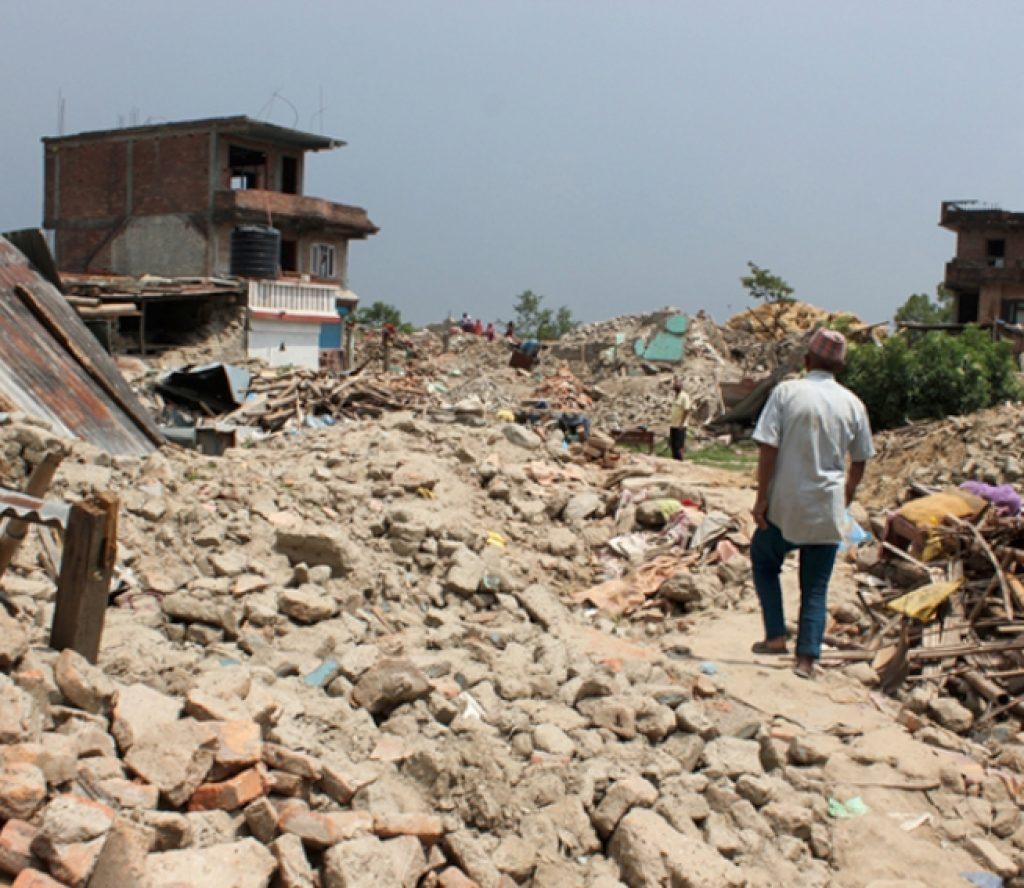 अझै उठेनन् भूकम्पले ढलेका निजी आवास