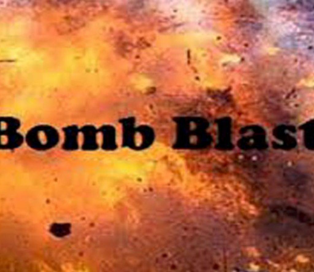 गुडिरहेको बसमा वम विस्फोट हुँदा पत्रकारसहित बस चालकको मृत्यु