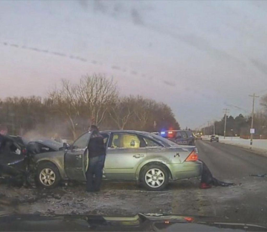 बाक्लो कुहिरोको कारण २५ वटा कार दुर्घटना, दुई जनाको मृत्यु, १० घाइते