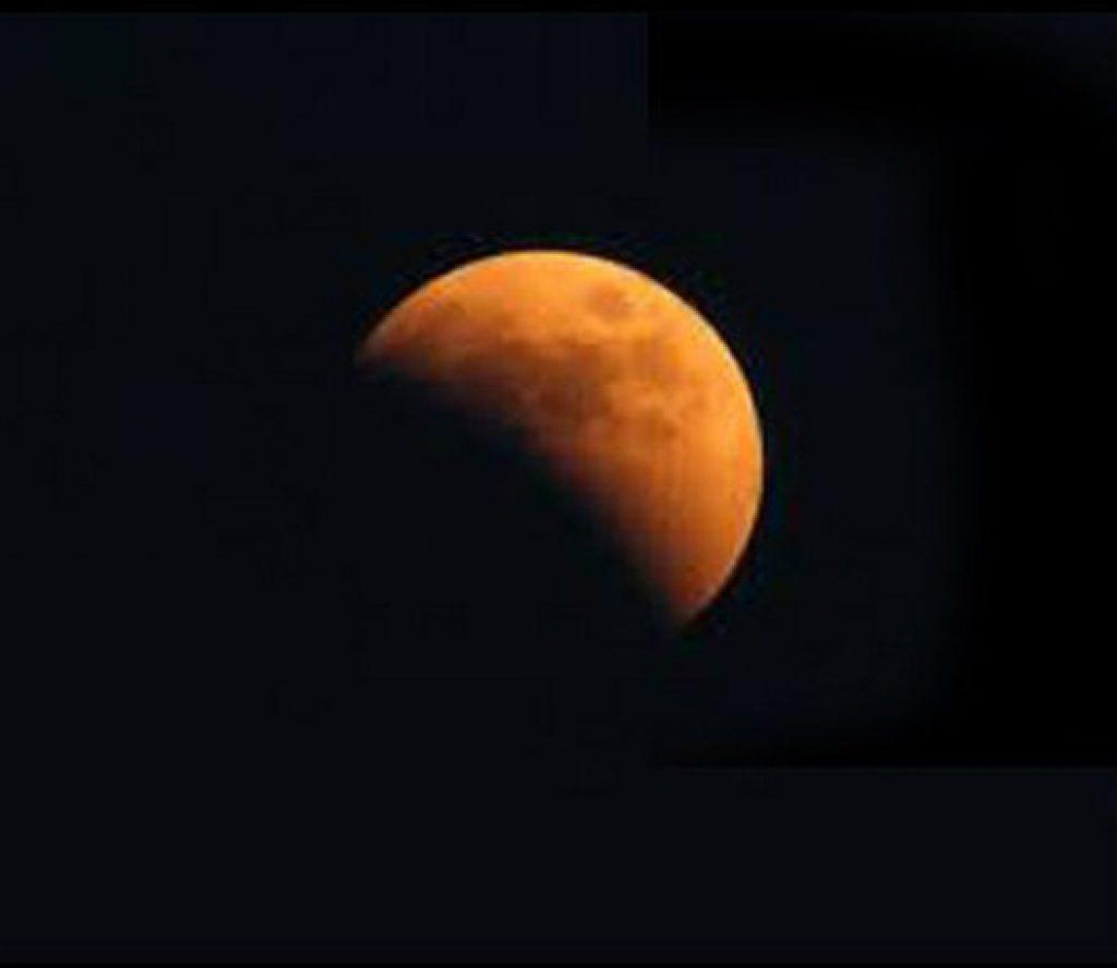 आज राति ११ः३० बजेबाट चन्द्रग्रहण लाग्ने