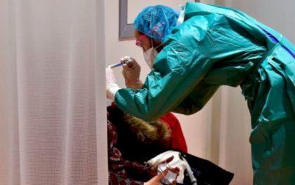 कोरोनाभाइरस: शरीर बाहिर कति बाँच्छ?