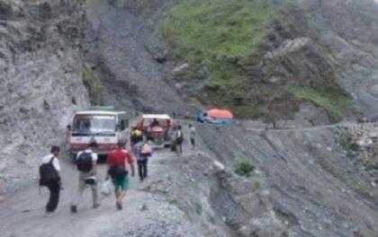 हेटौँडा-कुलेखानी यातायात अवरुद्ध, यात्रु अलपत्र