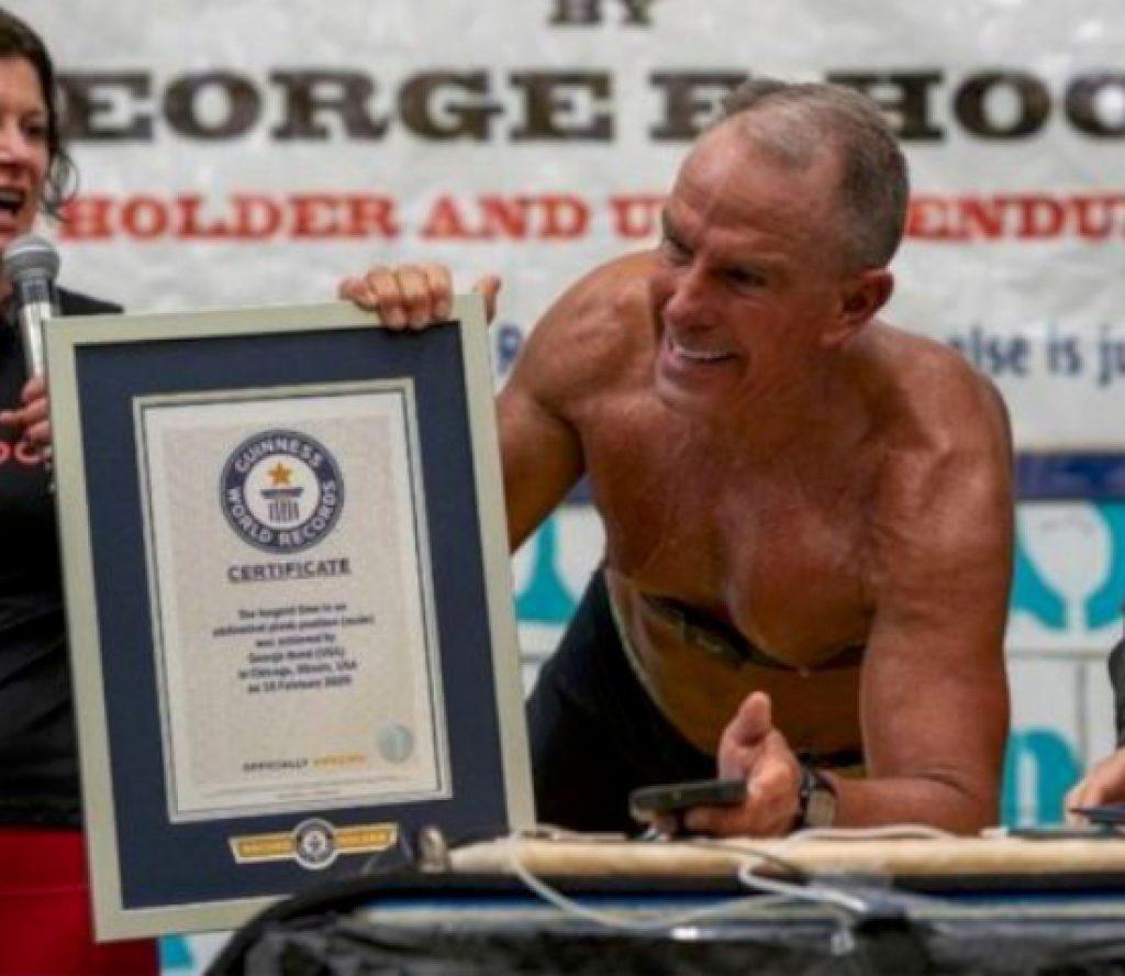 ६२ वर्षका सैनिक अधिकारीले तोडे 'प्ल्याङ्किङ' को विश्व रेकर्ड