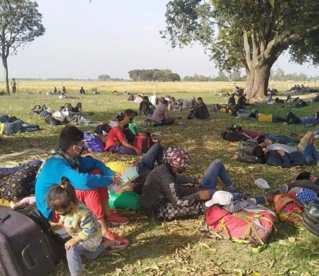 'सरकार हामीलाई घर पस्न देऊ, ढोका बन्द नगर'