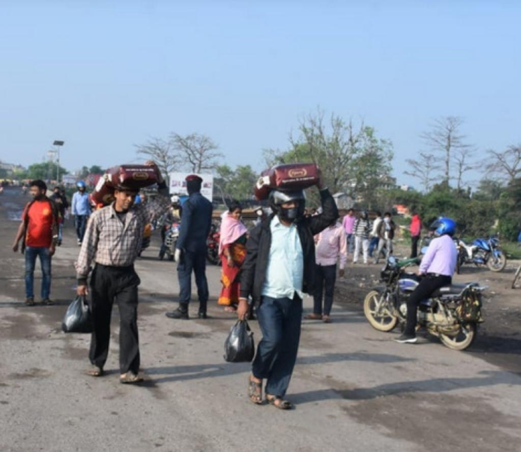 भारतबाट आएका हजारौं नेपाली सिधै घर जान थाले
