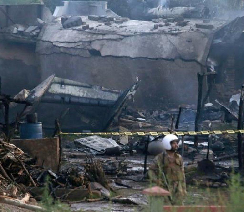 पाकिस्तानमा ९८ जना सवार जहाज दुर्घटना