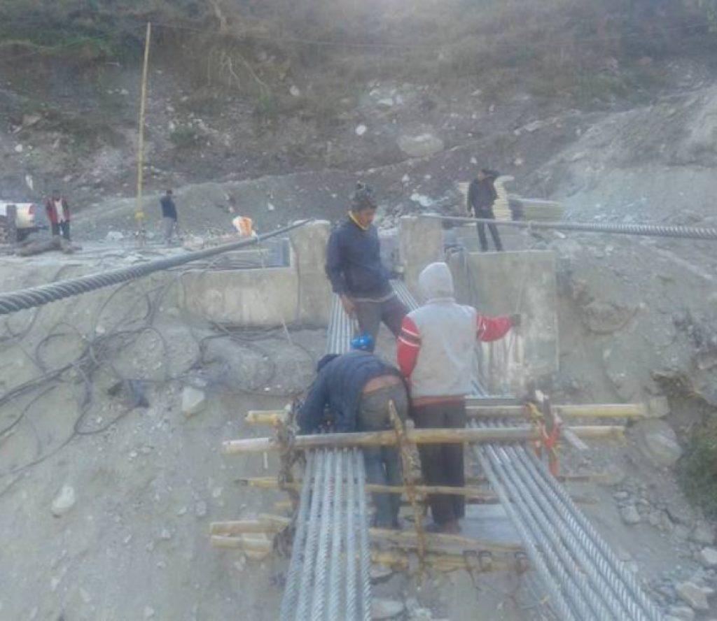 एशियाकै लामो झोलुङ्गे पुल निर्माणको अन्तिम चरणमा