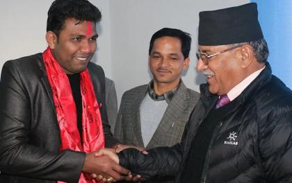 राजपालाई लाग्यो झट्काः महासचिव साहसहित बिद्यार्थी नेताहरु माओवादीमा प्रवेश