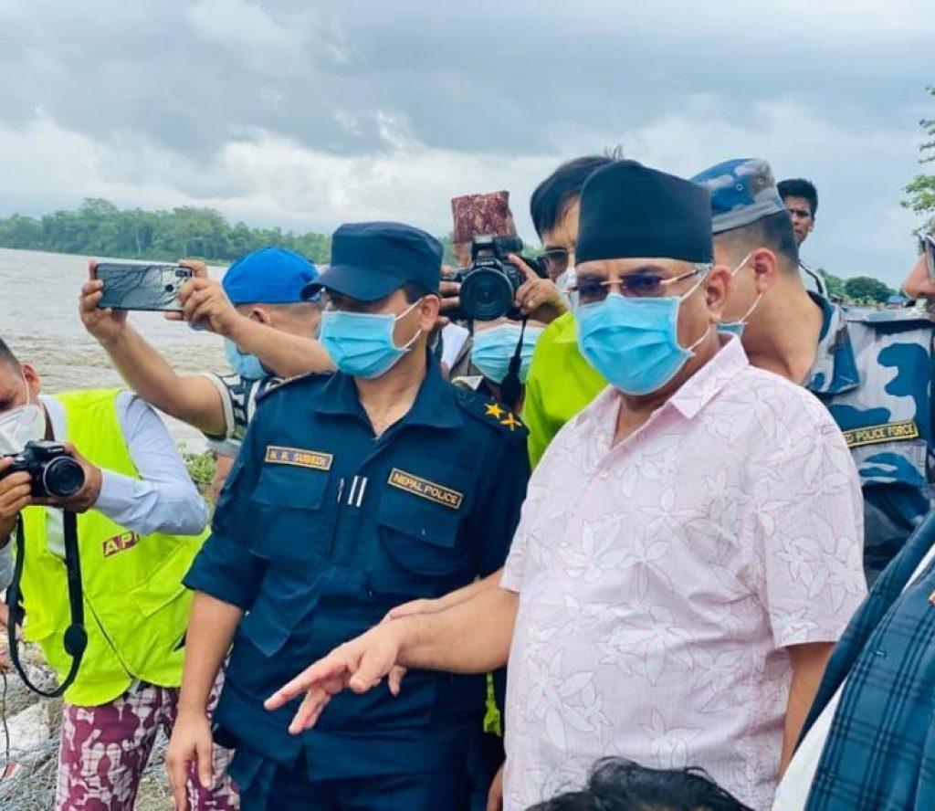 प्रधानमन्त्री सँगको भेटघाट छोडेर अध्यक्ष प्रचण्ड पुगे चितवनको बाढी प्रभावित क्षेत्र, विभिन्न क्षेत्रको निरीक्षण गर्दै
