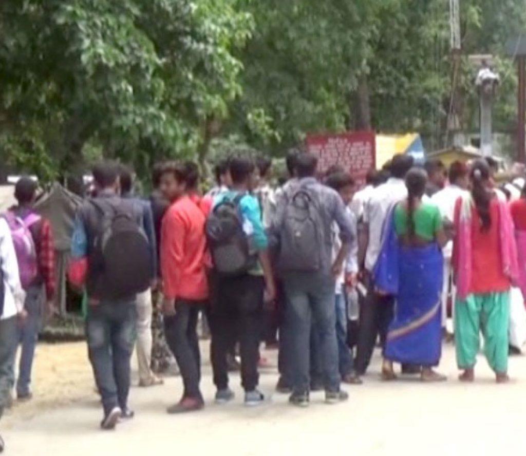 मजदूरीका लागि भारत जानेको लर्को