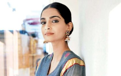 मोदी सरकार हिटलर जस्तै तानाशाही र जंगली बन्दैछ : बलिउड अभिनेत्री सोनम कपुर