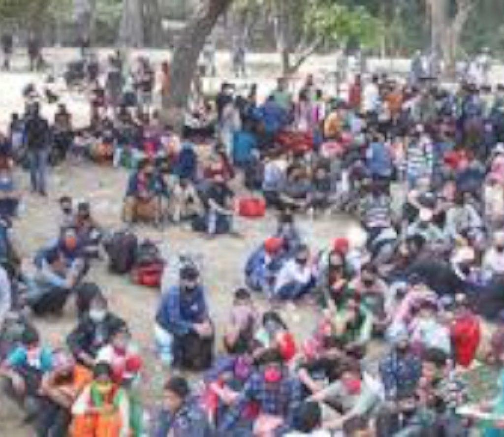 भारत सरकारले अनुमति नदिँदा ५०० भारतीय मजदुर सीमामा अलपत्र