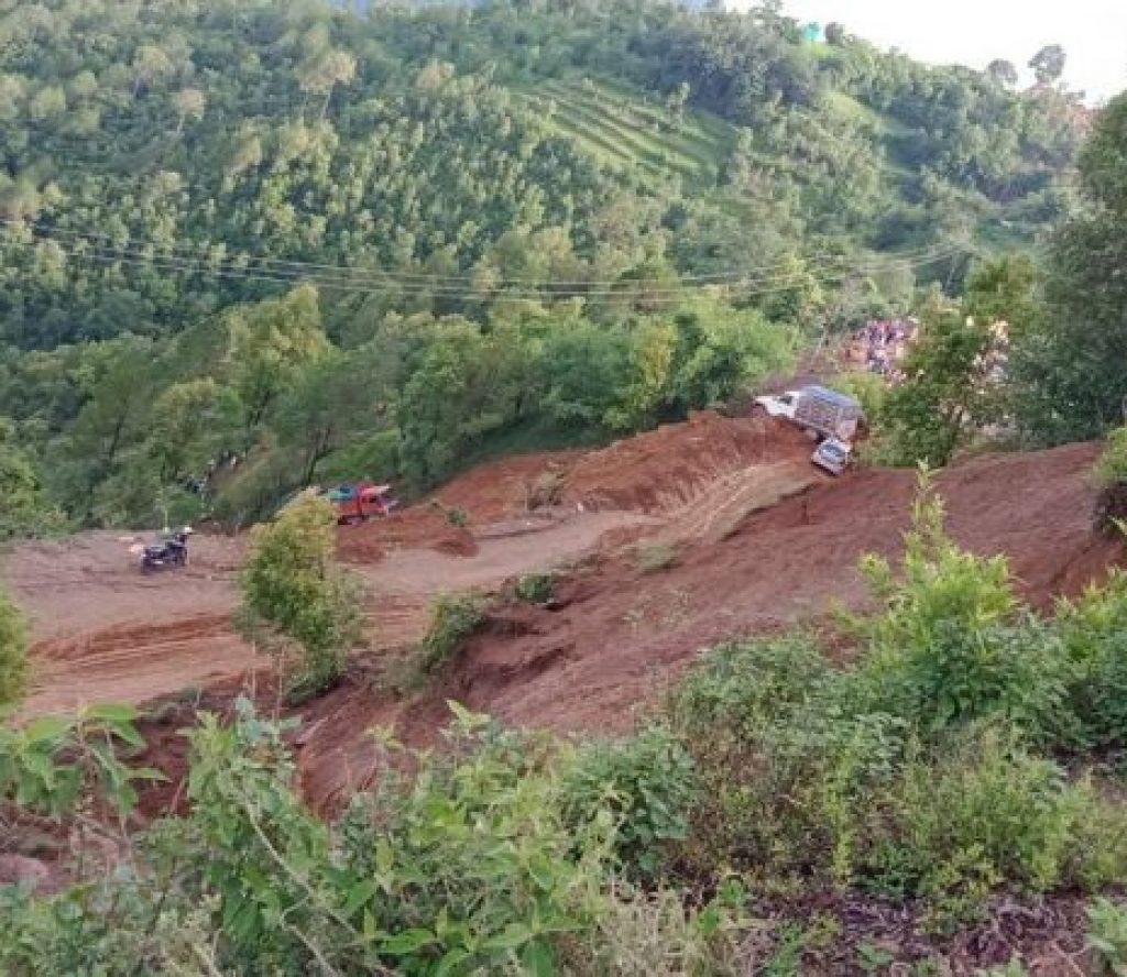 वालिङमा पहिरोमा परी एकै घरका ५ जनाको मृत्यु